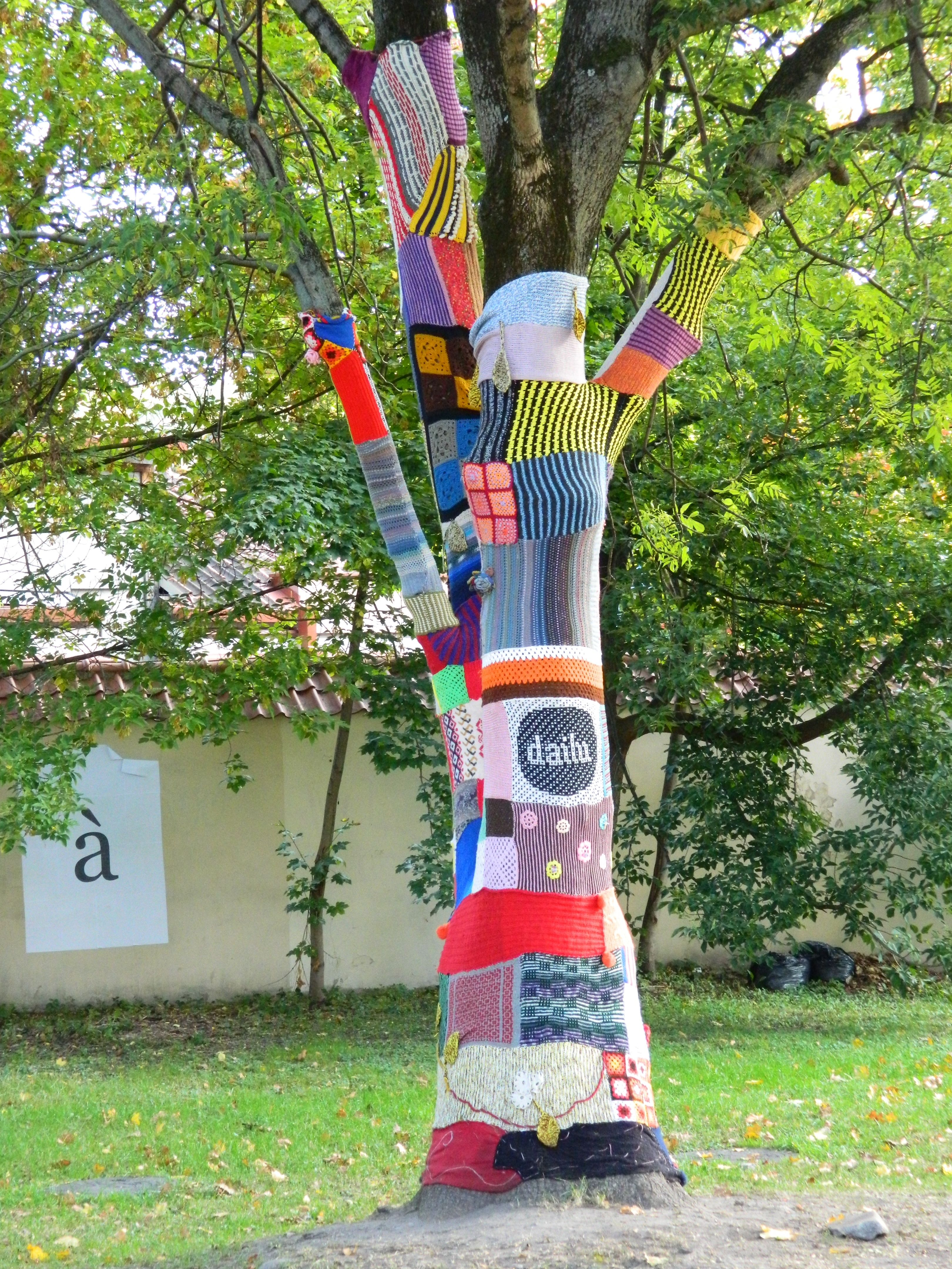 urban knitting � looking after trees mike the psychs blog