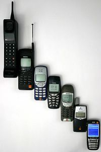 300px-Mobile_phone_evolution